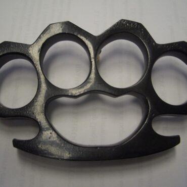 Кастеты боевые: из стали, дерева, пластика и текстолита