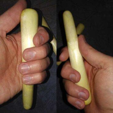 Деревянная явара-массажная палочка, хват рукой