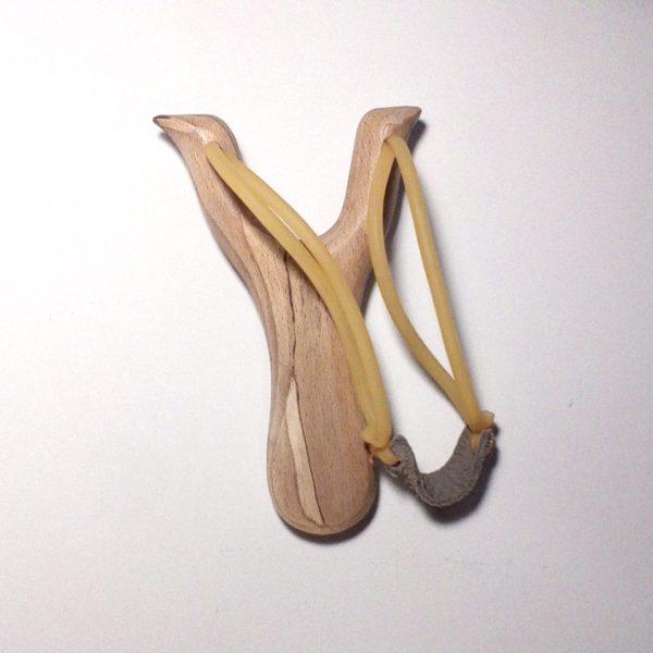 Детская рогатка из дерева