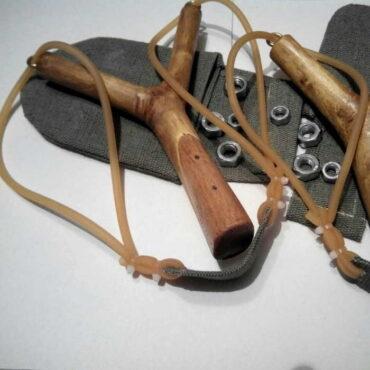 Деревянная рогатка ручной работы